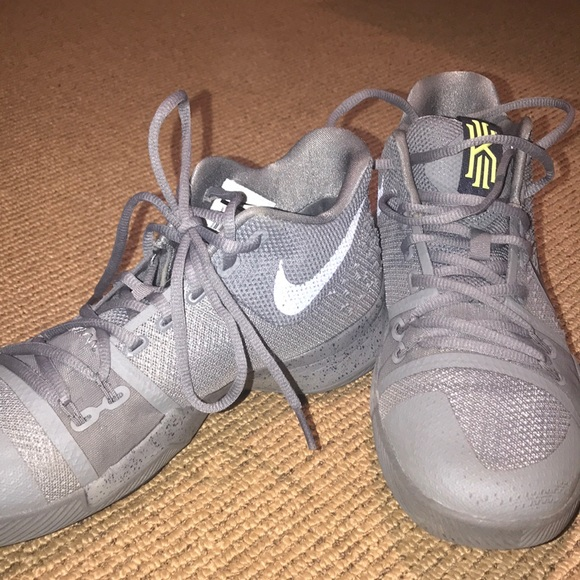 bea2b080f8a0 Nike Men s Kyrie 3 basketball shoes. M 5a91f6c746aa7c21107cbae7
